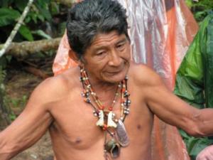 Medizinmann am Rio Negro/Brasilien (Foto: pixelio/Kunstzirkus)